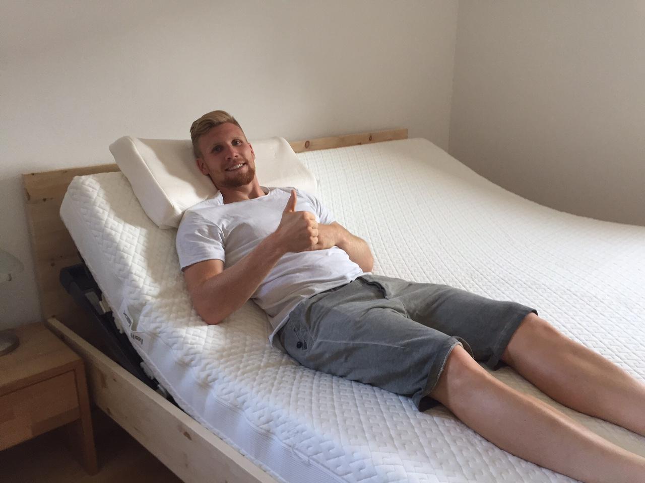 fussballprofi andreas voglsammer betten klobeck. Black Bedroom Furniture Sets. Home Design Ideas